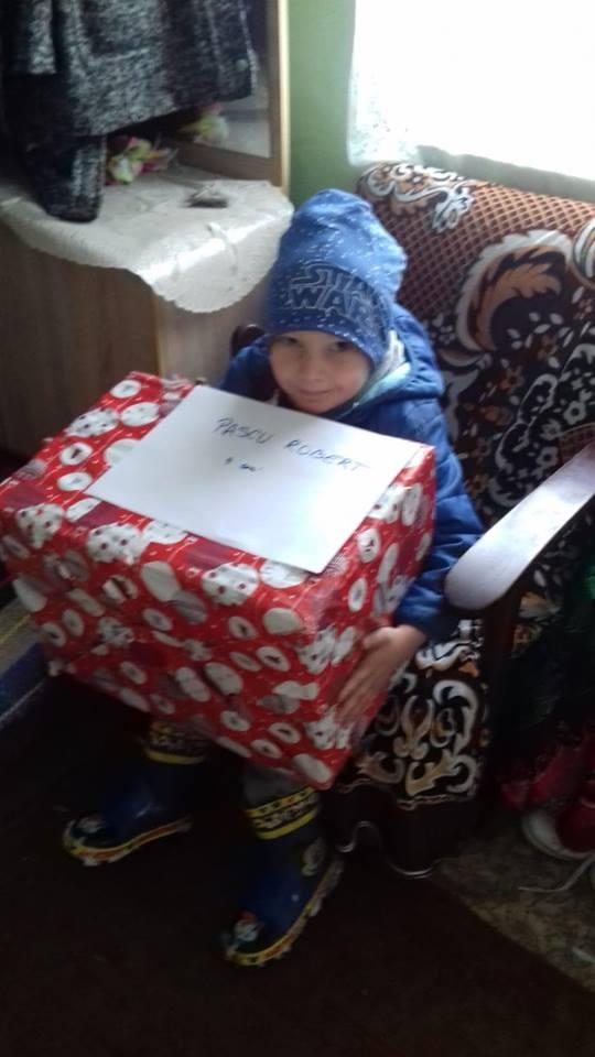 (FOTO) Povestea Crăciunului, rescrisă de Alexandra Timar pentru mii de copii și bunici din Arad, Vaslui, Satu Mare, Maramureș și Timiș