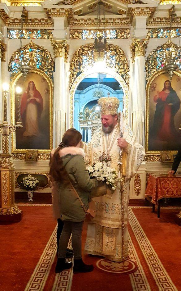 (FOTO) Botezul Domnului. Catedrala Veche, neîncăpătoare pentru sutele de arădeni veniți să ia Agheasma Mare