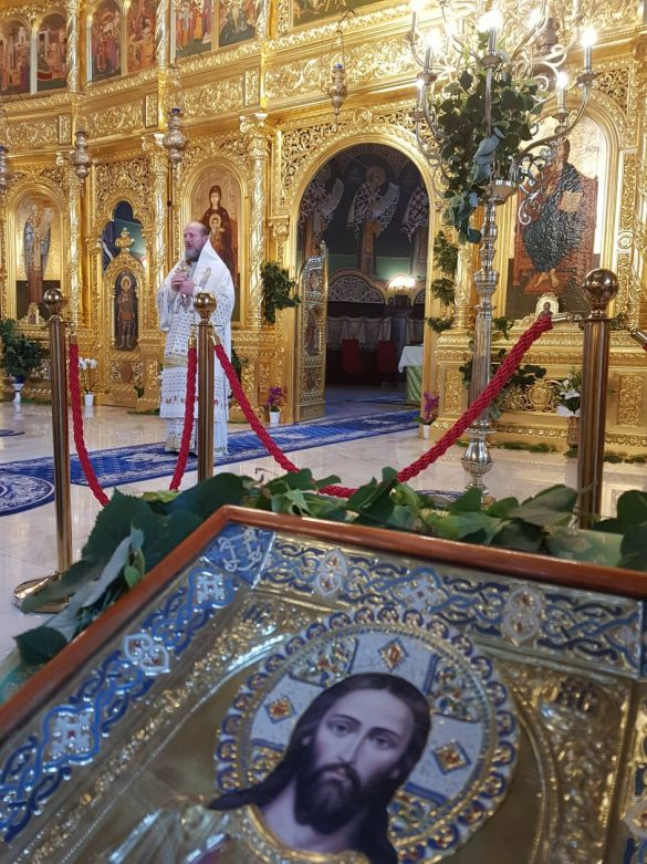 """(FOTO) Cincizecimea. """"Cea mai frumoasă rodire a lucrării Duhului Sfânt în oameni sunt Sfinții Bisericii""""- PS Emilian Crișanul"""