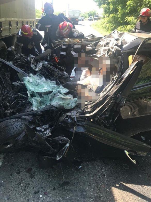 (FOTO) Grav accident de circulație, în zona localității Milova! Un bărbat decedat și o femeie preluată de elicopterul SMURD
