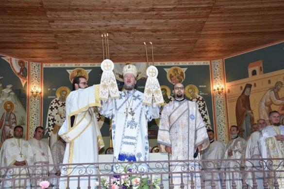 """(FOTO) """"Sfântul Proroc Ilie ne îndeamnă să iubim dreptatea, adevărul și credința în Dumnezeu pentru a face un colț de rai din viața noastră"""" – PS Emilian Crișanul"""